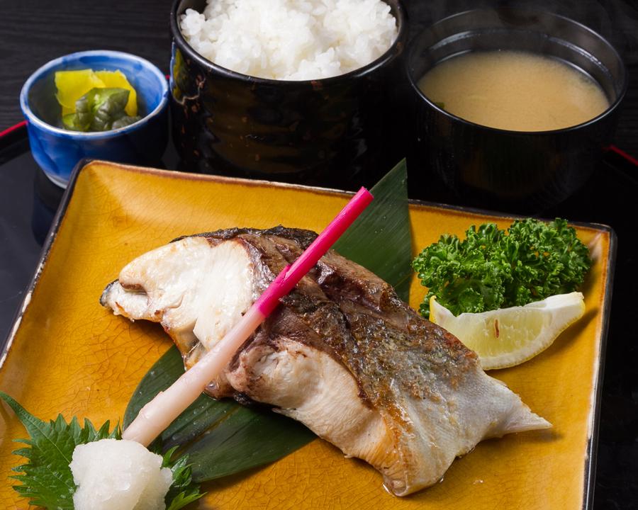 日替り焼き魚定食 (7)